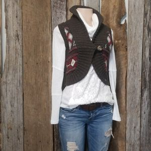 ABERCROMBIE & FITCH EMBROIDERED KNIT CROP VEST!